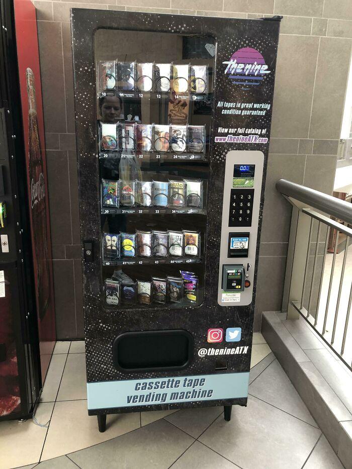 Esto en el centro comercial: Máquina expendedora de cintas de casete