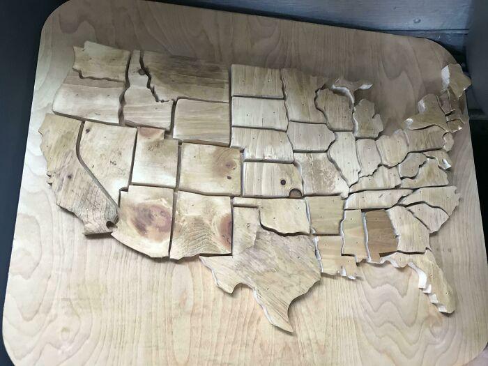 Este es el proyecto de mi amigo en el taller de carpintería, pensé que encajaría aquí