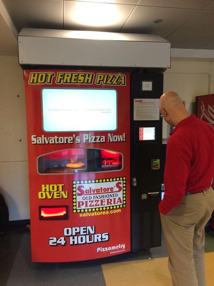 Mi universidad tiene una máquina expendedora de pizzas