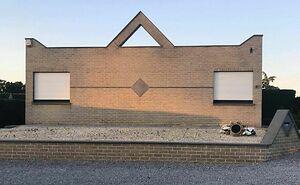 Este hombre belga documenta las casas feas que ve, y son tan horrendas que hacen reír (30 nuevas fotos)