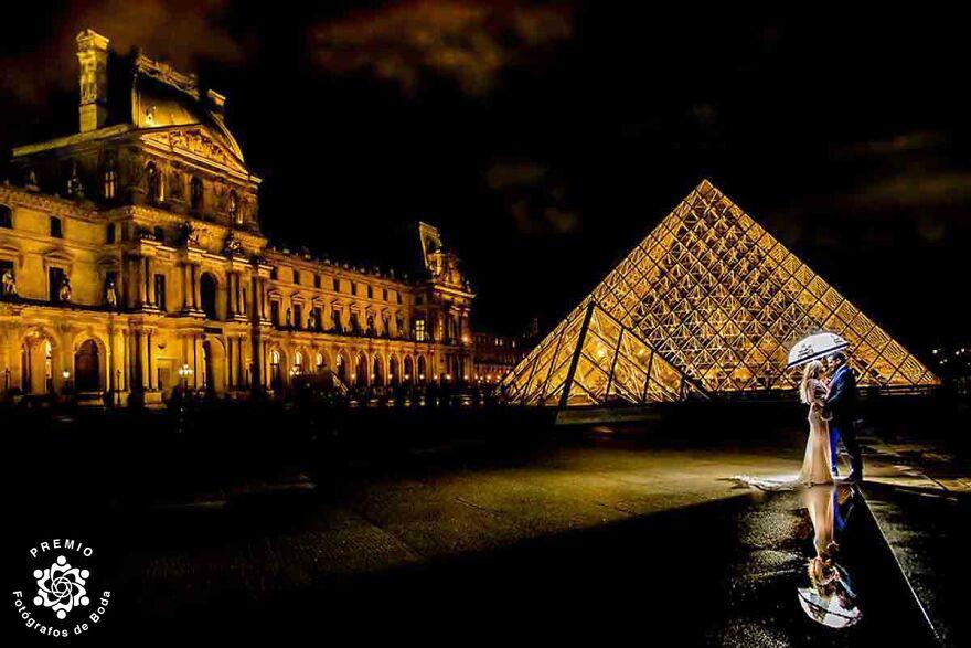 Romantic Couple In Paris By Eduardo Blanco