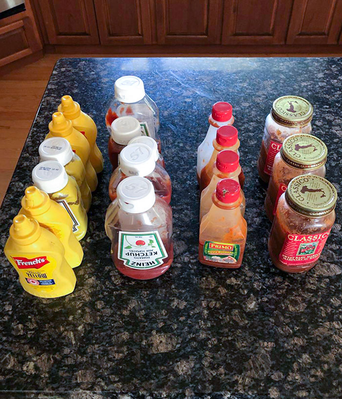 La cantidad de botellas medio vacías en el refrigerador de mis padres