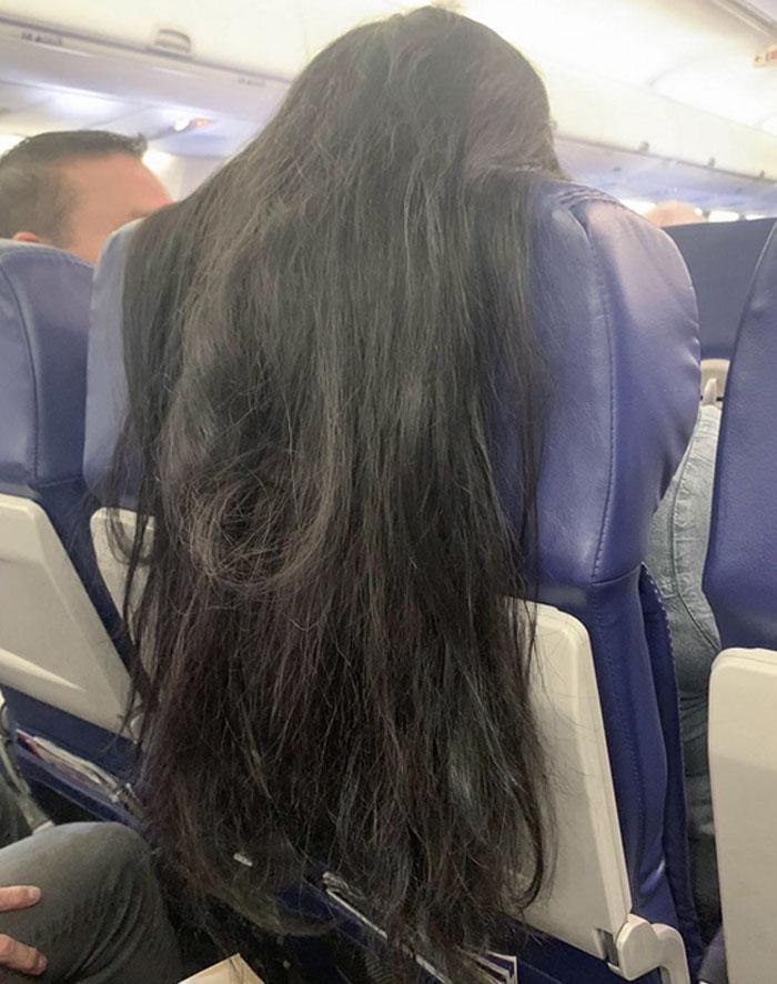 Cuando la gente cubre los respaldos de los asientos con el pelo