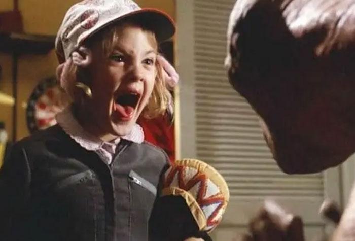 E.T. se filmó en orden cronológico y ninguno de los niños había visto la marioneta antes de filmar, así que sus primeras impresiones fueron totalmente reales