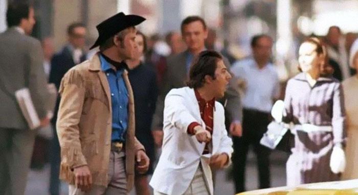 """Dustin Hoffman, """"Cowboy de medianoche"""" - """"¡Oye, estoy caminando aquí!"""" fue su reacción ante el tráfico real de Nueva York"""