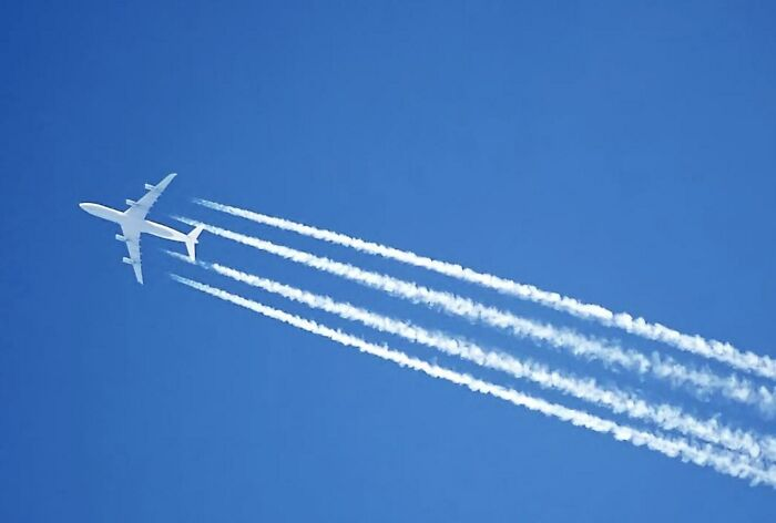 Chemtrails Are Caused By Hot Plane Exhaust Quickly Freezing In The Cold Upper Atmosphere