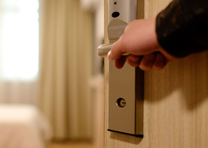 10 Hotel Secrets Most People Don't Know About, Revealed By A Former Employee