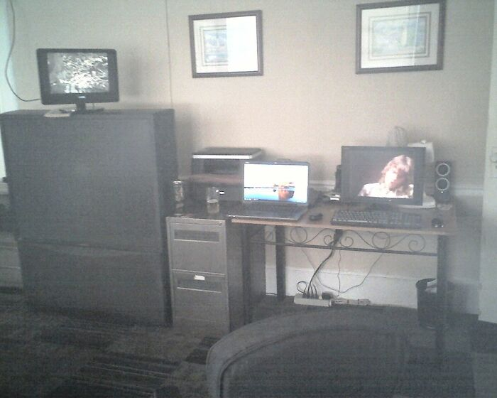 Still Works Well ! 52-Inch Rear-Projection Television