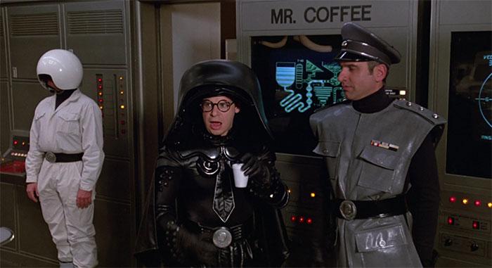 En Spaceballs: La Loca Historia de las Galaxias (1987), Dark Helmet bebe de un vaso de espuma de poliestireno porque los miembros del equipo los dejaban por el plató. Así que Mel Brooks decidió hacerlos parte del universo