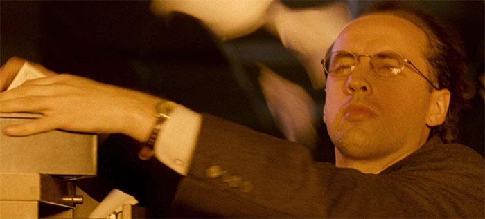 En Independence Day (1996), el trabajador de la oficina que muere durante el ataque del alienígena es interpretado por Volker Engel, el supervisor de efectos especiales de la película. Ganó el Oscar a los efectos visuales por su trabajo, el único Oscar que ganó la película
