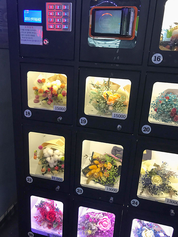 Esta máquina expendedora de flores en Seúl, Corea del Sur