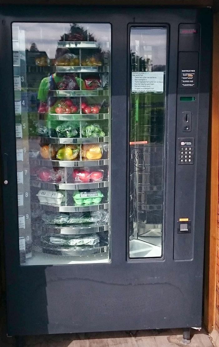 vUna máquina expendedora de verduras cerca de mi ciudad natal en los Países Bajos