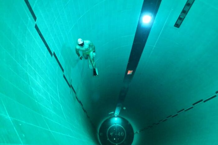 """131 Ft Deep Swimming Pool In Padua, Italy. That """"Landing Pad"""" At The Bottom Especially Freaks Me Out"""