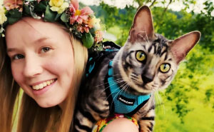 This Therapy Cat Who Knows Over 50 Tricks Busts The Myth That Cats Can't Be Trained