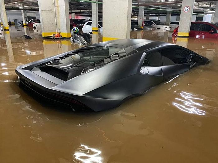 Lamborghini Huracan Flooded Due To Rain In São Paulo. It Was Not Insured