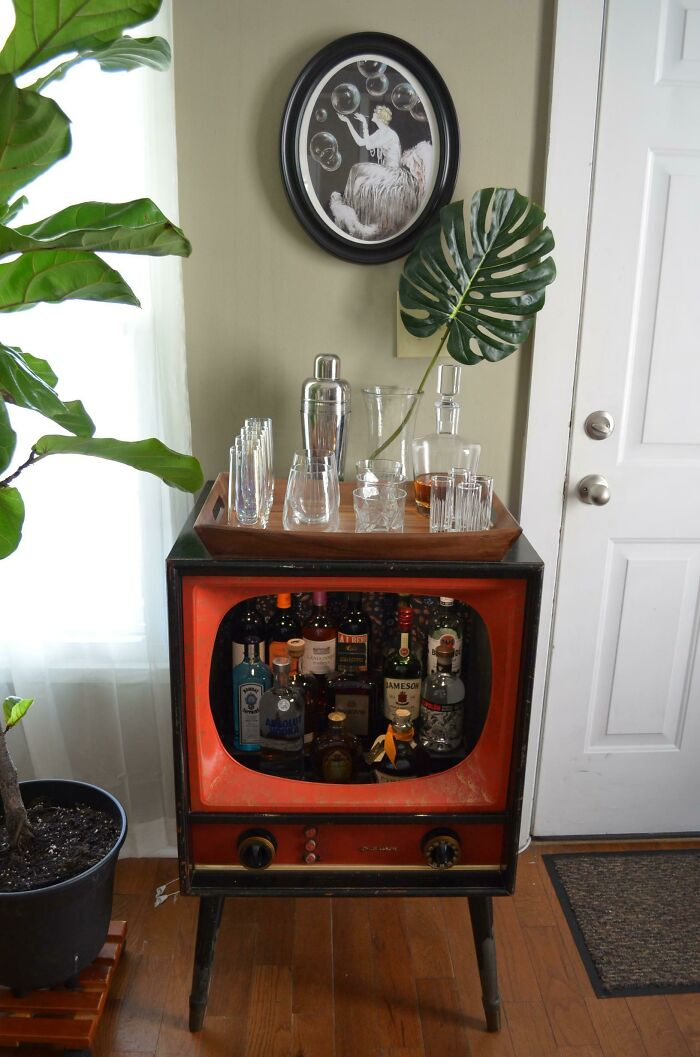 My Vintage TV Barn Find Turned Into My New Bar Cart