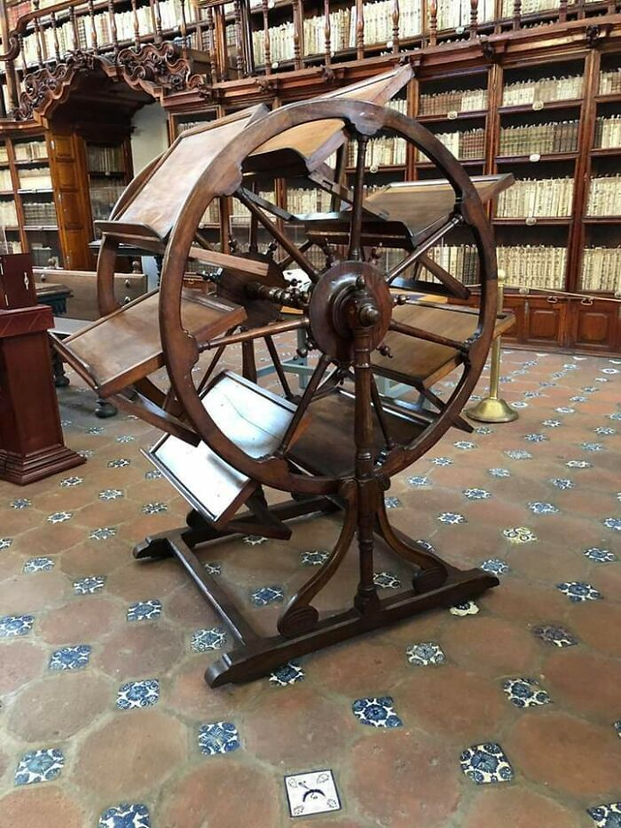 300 Year Old Library Tool That Enabled A Researcher To Have Seven Book Open At Once