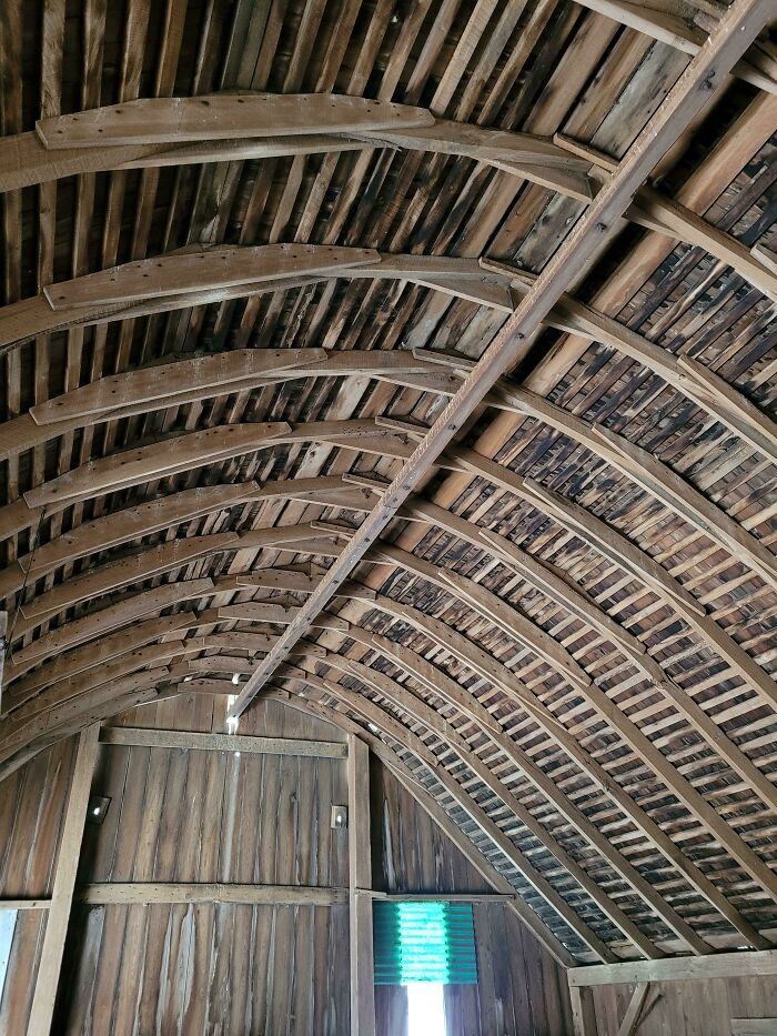Check Out How They Curved The Roof Of This Antique Barn. (Ohio)