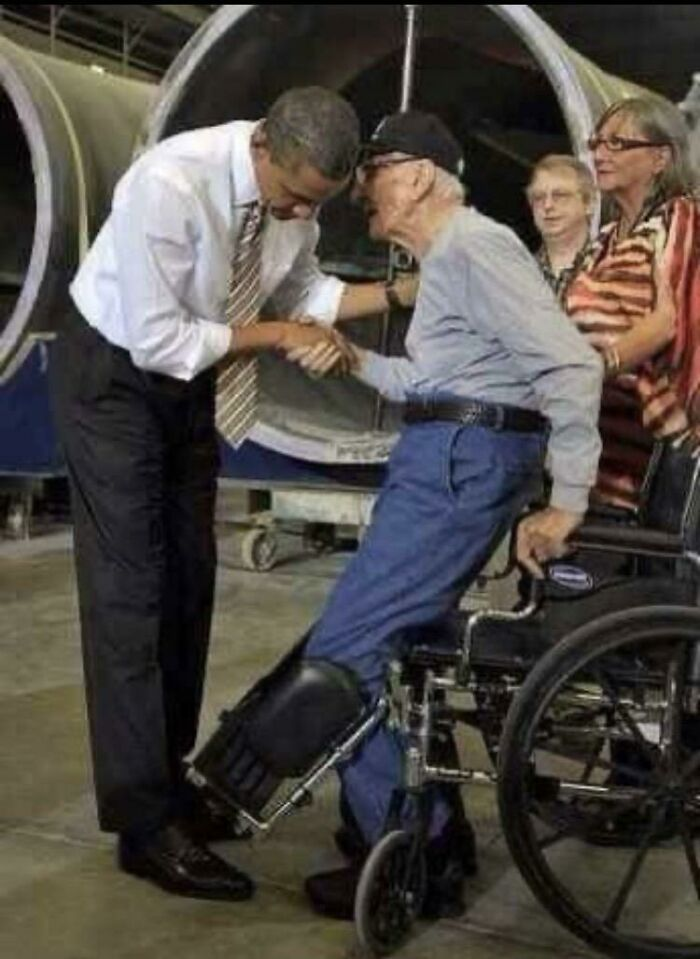 """Obama Told This 90-Year Old Veteran He Didn't Have To Stand. He Said, """"No Sir, You're The President"""""""