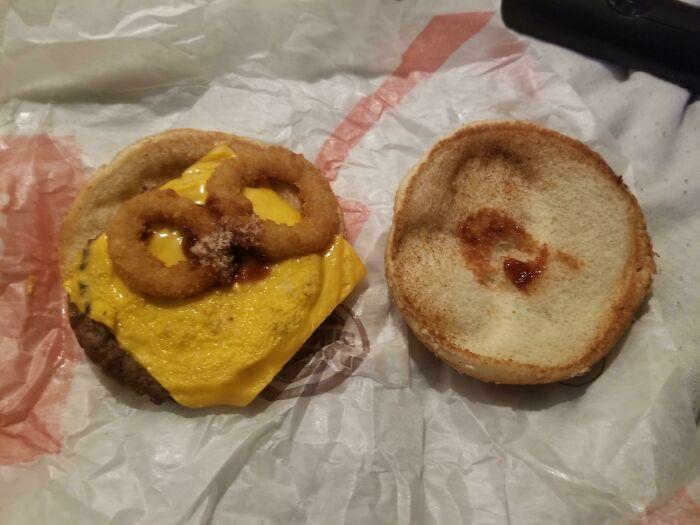 La cantidad de salsa BBQ en mi hamburguesa con queso Rodeo de Burger King