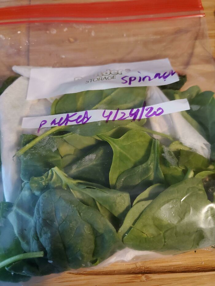 Finally Figured Out How To Extend The Life Of My Fresh Spinach To Avoid Waste And Enjoy It Longer! Transferring To A Zip Lock Bag After Purchase And Inserting A Folded Paper Towel Reduces The Moisture That Collects In The Original Bag. Still Fresh Weeks Later Instead Of Spoiling Within A Week!