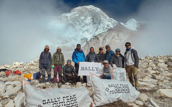 Nepalese Climbers Removed 2.2 Tons Of Rubbish From Everest While Tourists Were Away