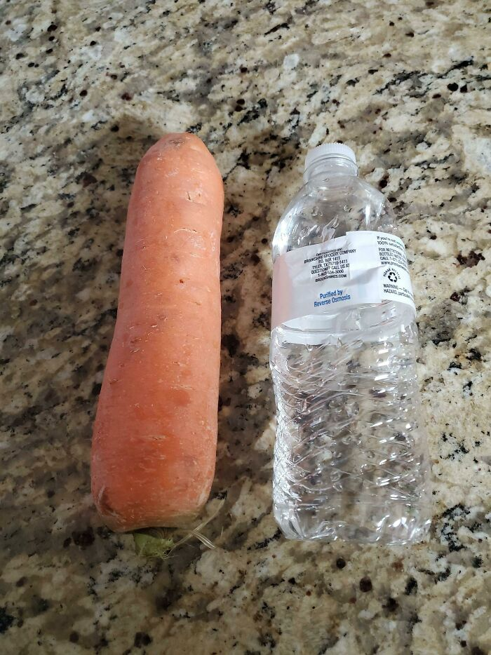 Pedimos medio kilo de zanahorias. Tenemos una zanahoria de medio kilo