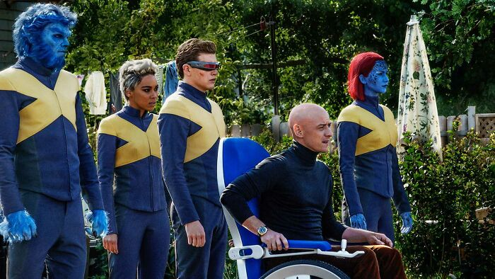 """In Dark Phoenix (2019) Charles Xavier Made His Students Wear An """"X"""" On Their Chests So That The Enemy Would Aim At Them Instead Of Him"""