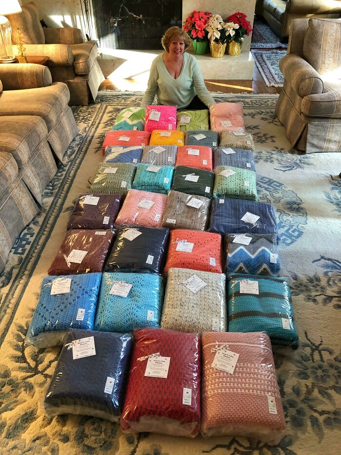 My Mom Crochets And Donated 31 Blankets To Sick Children This Year
