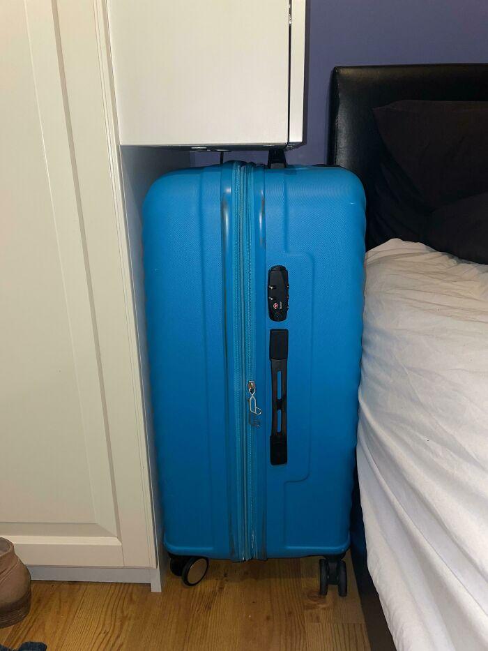 Mi maleta en mi Airbnb