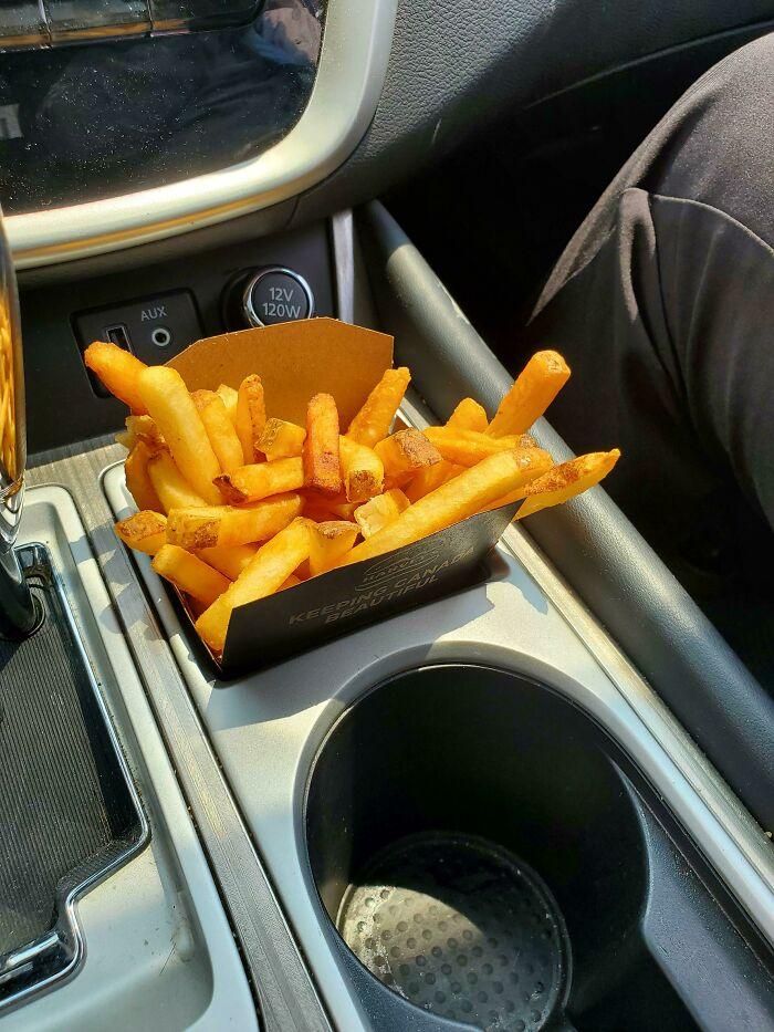 El coche de mi ex-mujer tiene un agujero para las patatas fritas