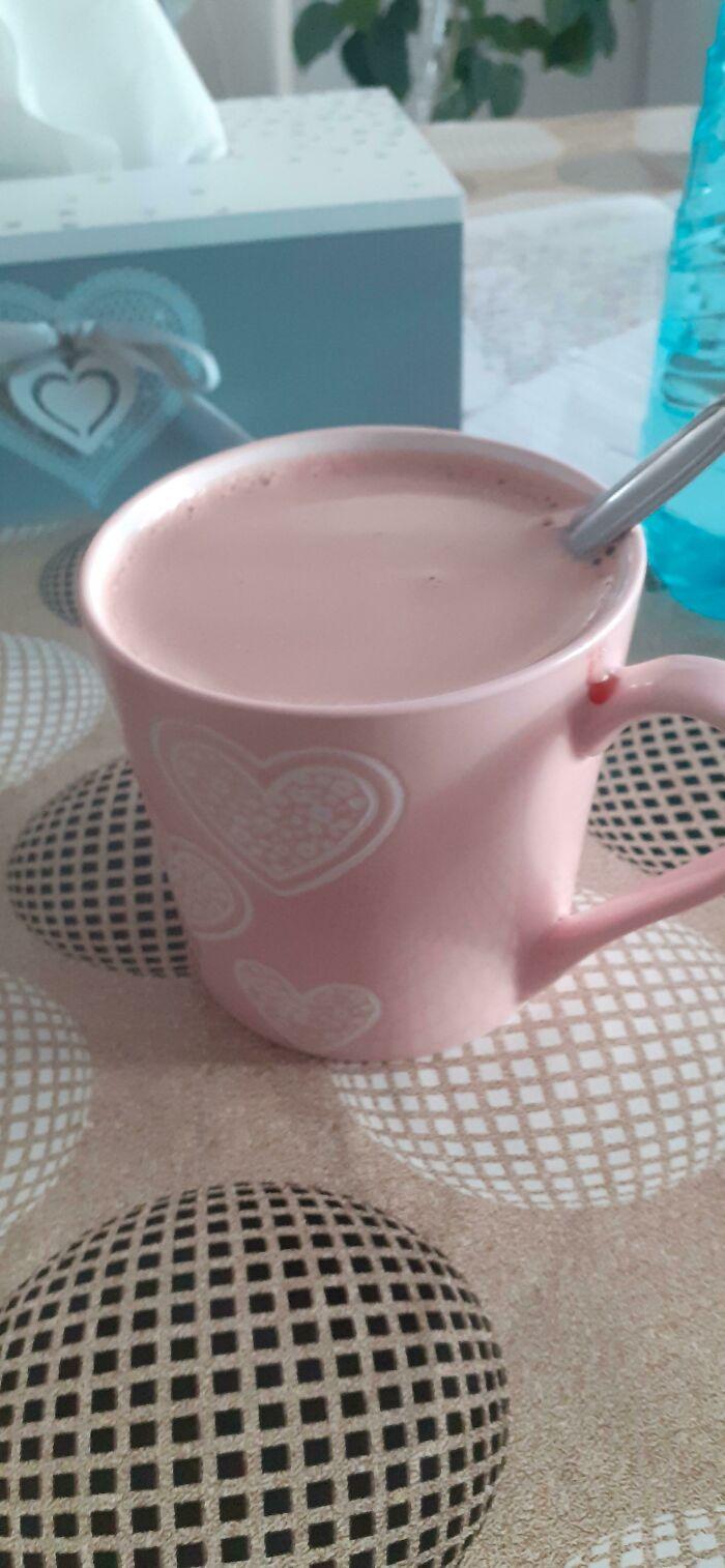 La forma en que mi té se combina con el color de la taza