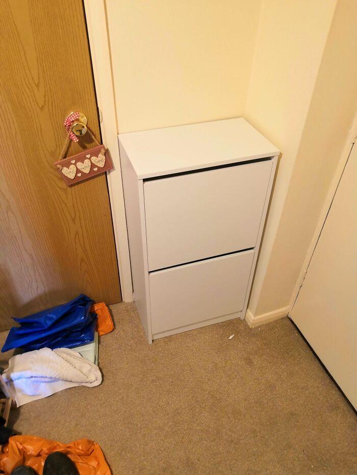 Teníamos una vaga idea del espacio, pero el armario encaja perfectamente en él. Puedo decir que estoy muy aliviado