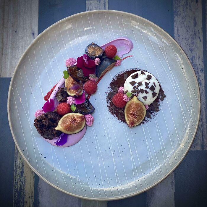 Higo, frambuesas y chocolate, preparado de maneras distintas