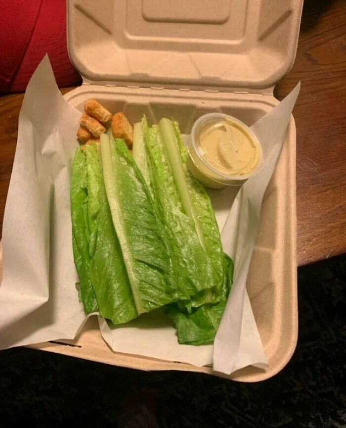Pedí una ensalada césar por 15 dólares en uno de los restaurantes locales