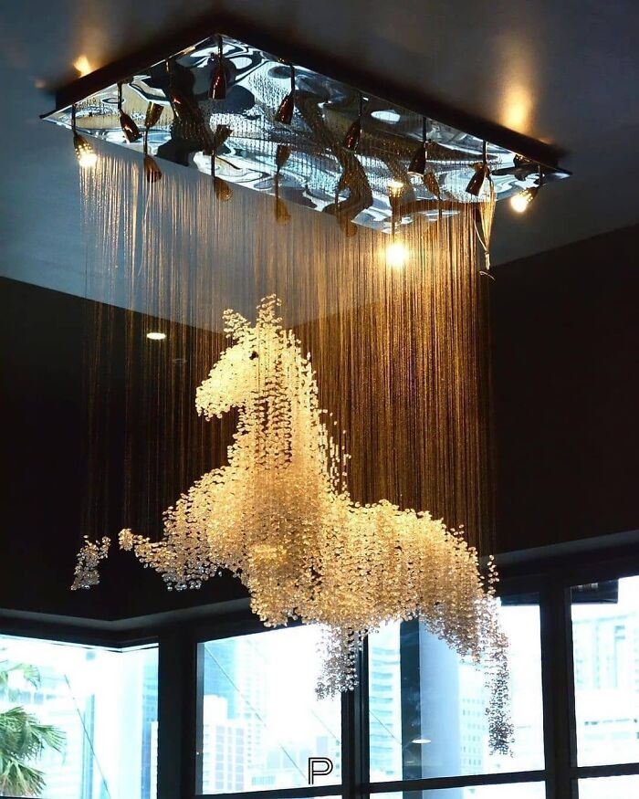 The Horse Chandelier By El Jewel Lighting