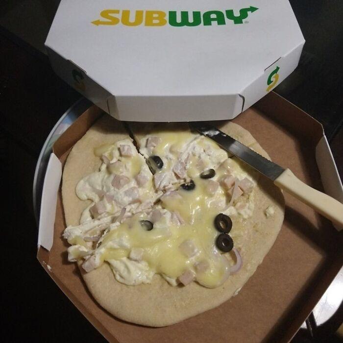 Pizza de un Subway en Brasil