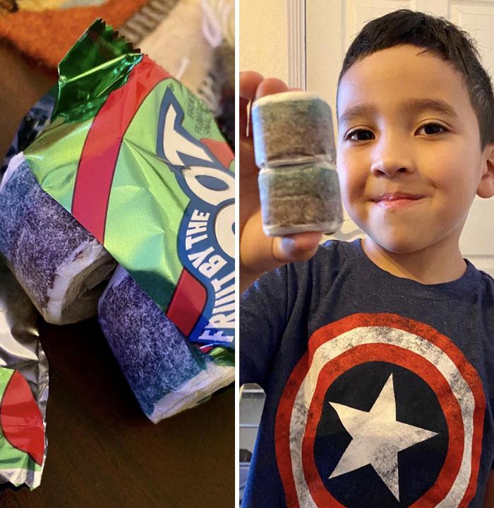 Mi hijo de 5 años encontró un paquete de rollos de fruta con 2 rollos en un envoltorio