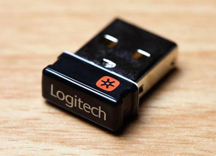 """""""¿Puedes ayudarme a sacar los archivos de este USB?"""" y que te den uno de estos"""