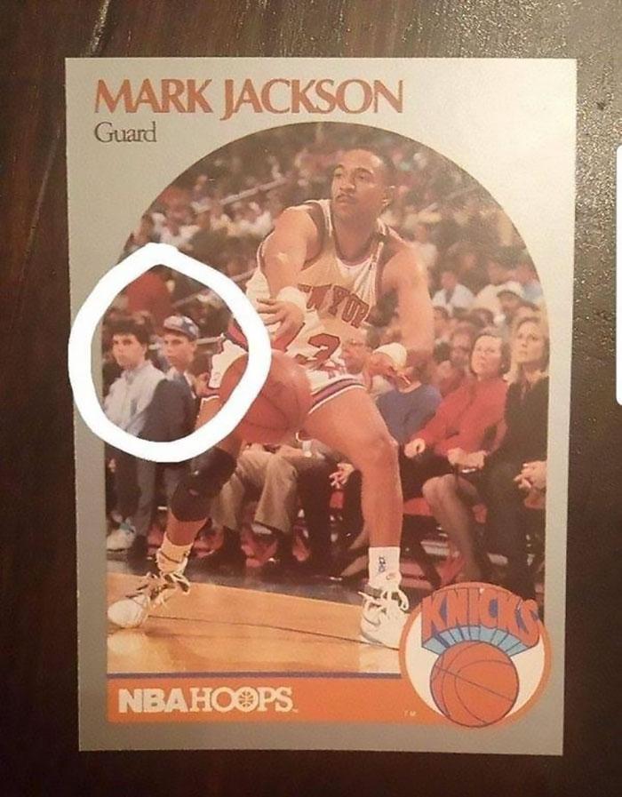 Los hermanos Menéndez aparecieron en el fondo de una tarjeta de baloncesto y la foto para la tarjeta fue tomada después de haber matado a sus padres