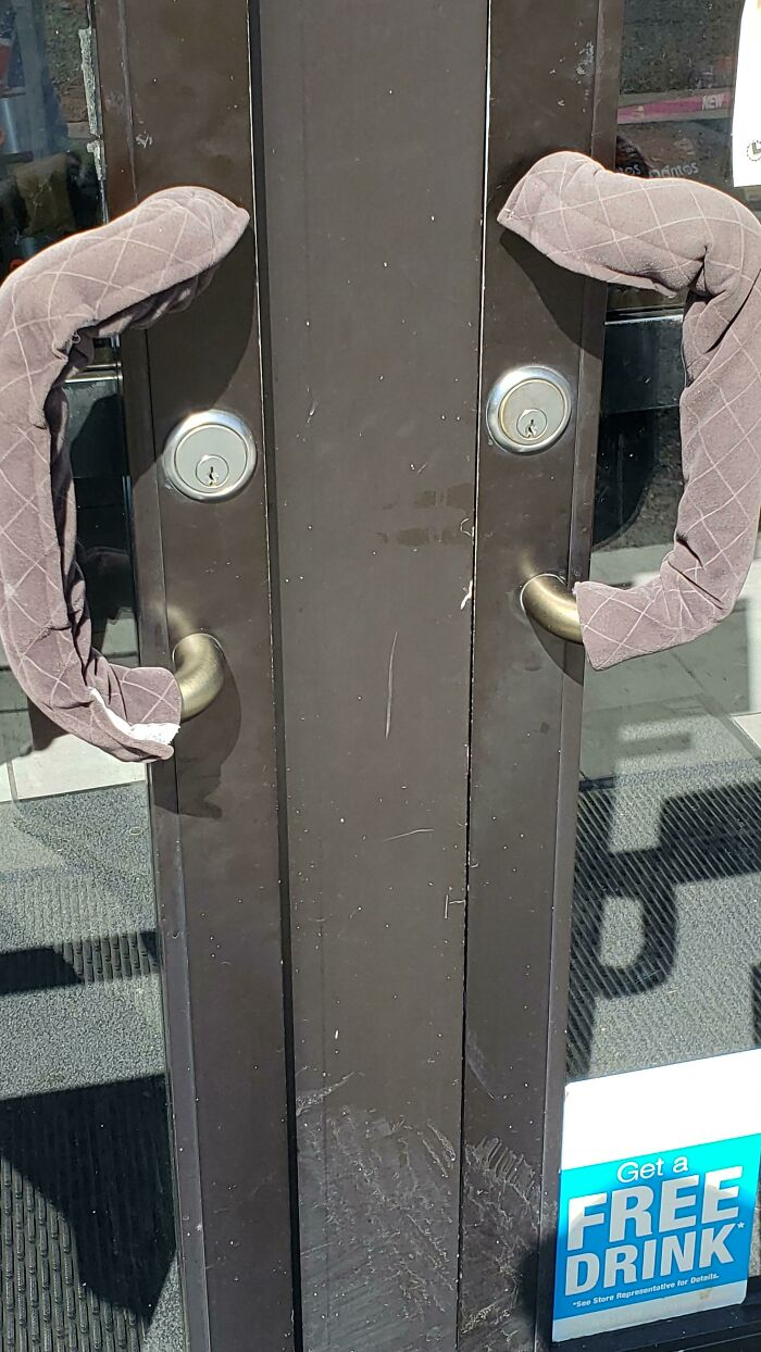 It's So Hot Here In CA That This Gas Station Puts Covers On The Door Handles To Prevent One From Burning Their Hands