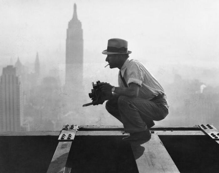 """Charles Ebbets Photographing """"Lunch On A Skyscraper"""", The Famous Picture Of Workers In NY Eating Their Lunch On A Hanging Steel Beam"""