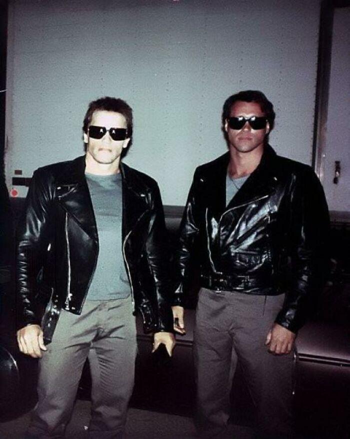 The Terminator junto a su doble de riesgo