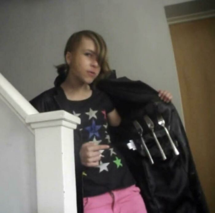 """13 Year Old Me In 2011, Right Smackbang In The Middle Of The """"I'm Soooo Random :3"""" Phase"""