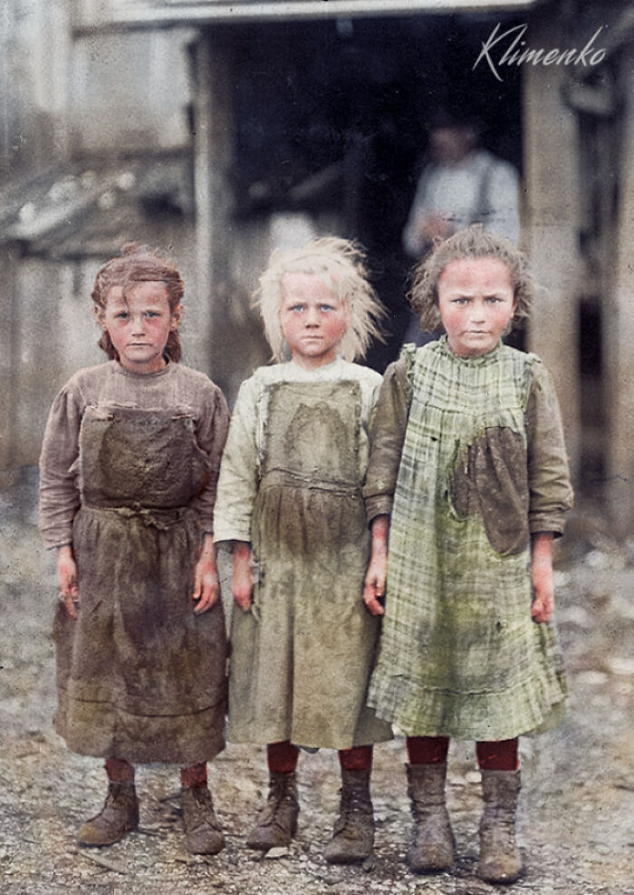 Young Oyster Shuckers, Port Royal, South Carolina, 1909