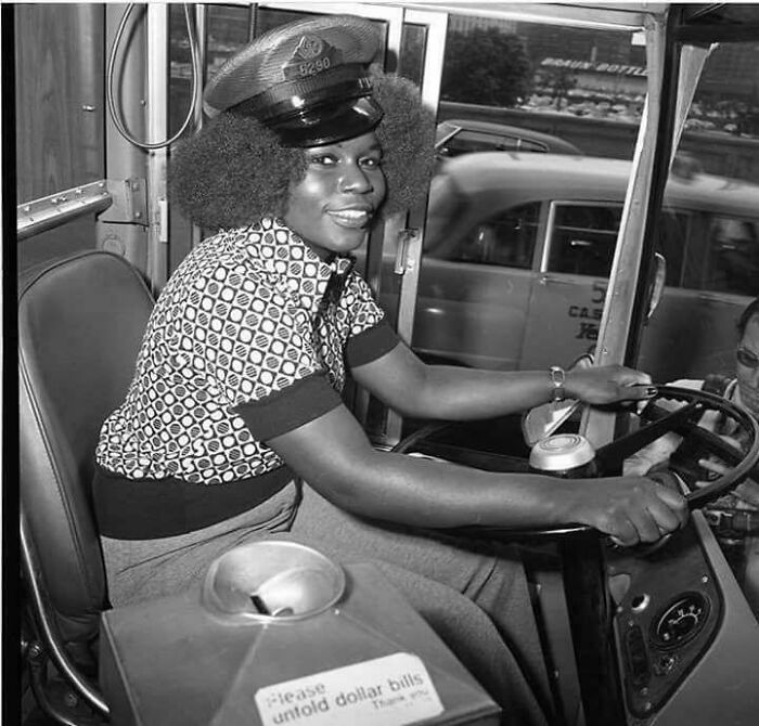 Mary Wallace: First Female Bus Driver For Chicago Transit Authority (1974)
