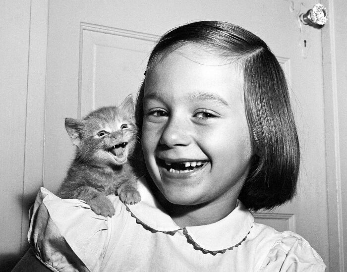 """This 1955 Photo Is One Of Walter Chandoha's Most Famous Shots. """"My Daughter Paula And The Kitten Both 'Smiled' For The Camera At The Same Time. …but The Cat's Not Smiling, He's Meowing"""""""