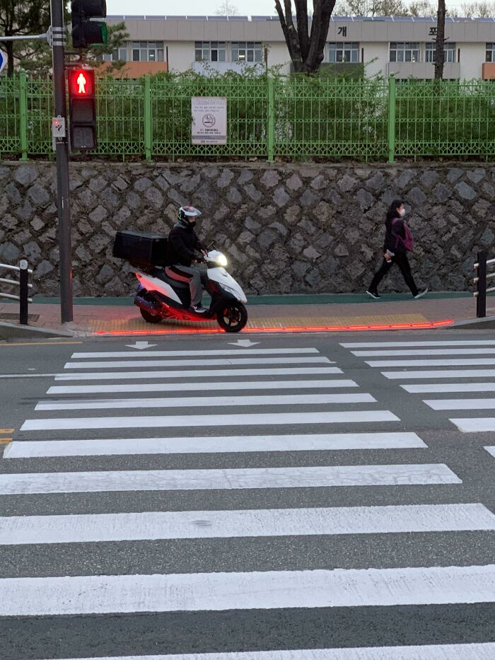 South Korea Puts Traffic Lights On The Ground So That People Who're Looking At Their Phones Can Still See The Light