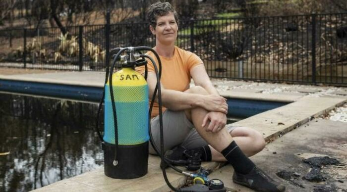 My Physics Teacher Defended Her House From Bushfires By Herself, And Then Waited Out The Fire In Her Pool Using A Scuba Tank