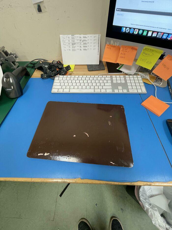 Clientes pintan con spray el MacBook Air